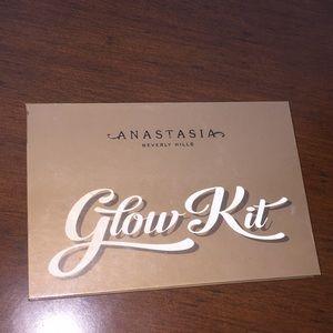 Anastasia of Beverly Hills glow kit